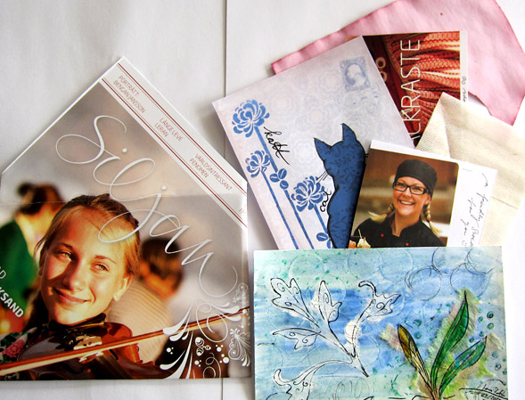 The recipient loves faces, so I was looking for some pictures with friendly Swedish faces :) Also added: tea filer and paper dyed with red beet juice